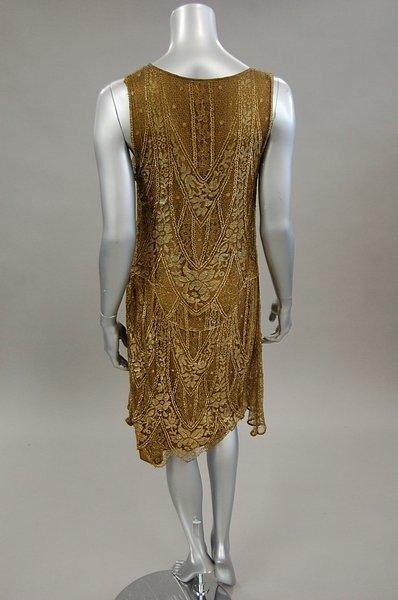 1222: A gold lace flapper dress, late 1920s, knee-lengt - 2