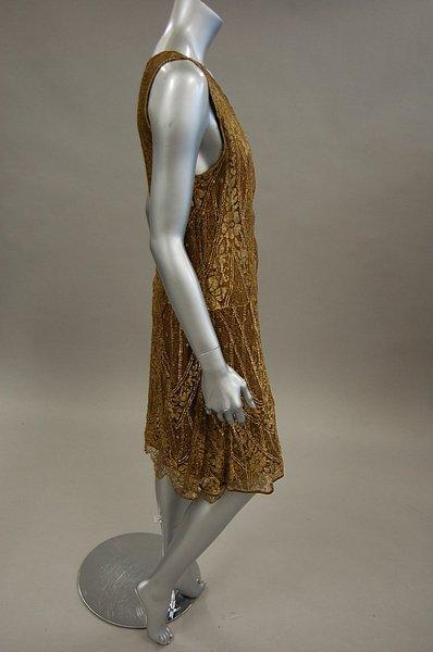 1222: A gold lace flapper dress, late 1920s, knee-lengt - 5