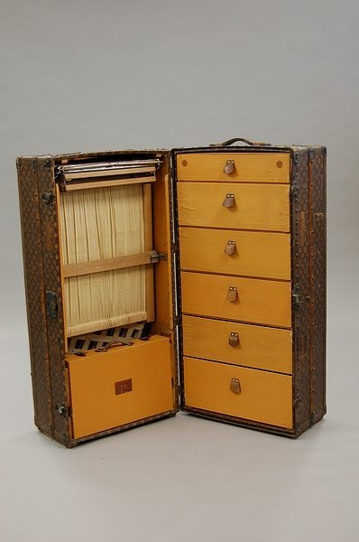 18: A fine Louis Vuitton wardrobe trunk, early 20th cen