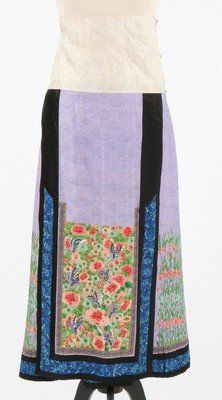 A lady's embroidered lilac silk lantern pleated skirt,