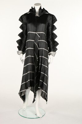 A good Issey Miyake 'Staircase Pleats' dress, - 2