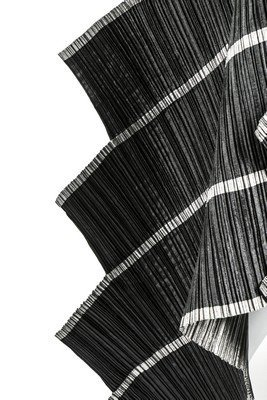 A good Issey Miyake 'Staircase Pleats' dress, - 6