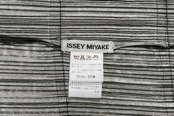 A good Issey Miyake 'Staircase Pleats' dress, - 7
