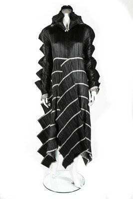A good Issey Miyake 'Staircase Pleats' dress, - 9