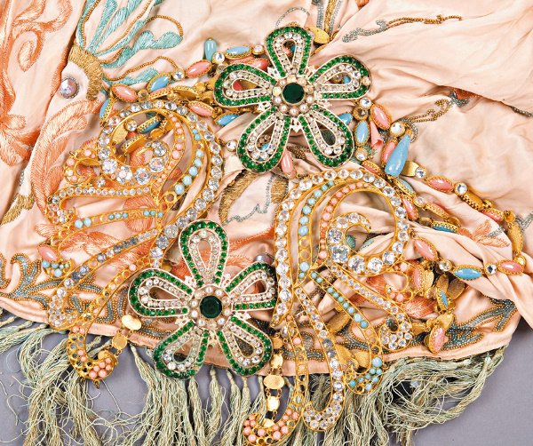 21: A group of exotic costume jewellery and the remains