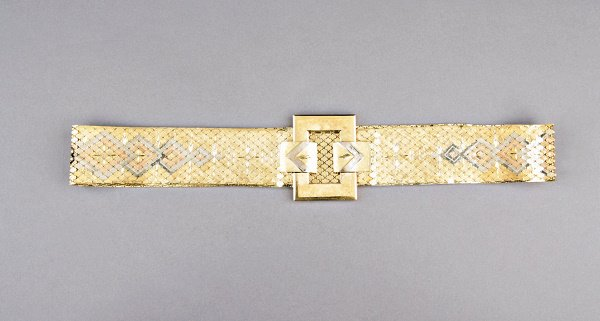 22: A belt of three colours of gold, probably Spanish,
