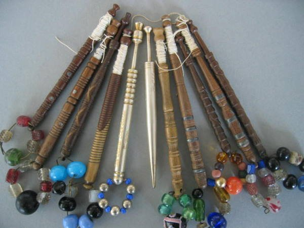 206: A group of lace bobbins, mainly 19th century, comp
