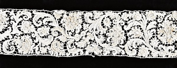 220: A fine length of Gros Point lace, Spanish, circa 1