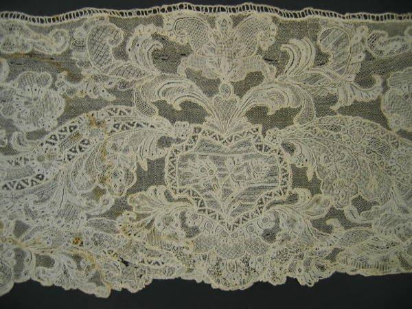 226: A fine length of Reseau Venise needlepoint lace, I