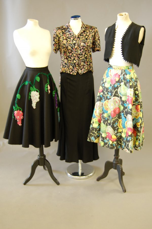 1005: A good group of blouses and skirts, mainly 1940s-