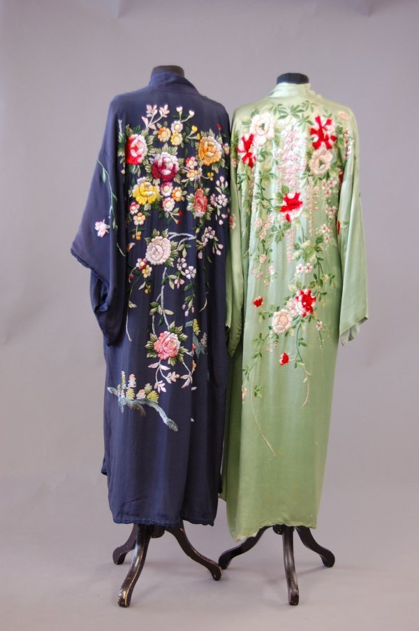 1021: Four Japanese embroidered kimono/house coats, 193
