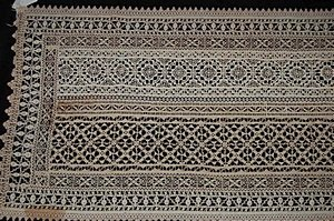 9: A runner of cutwork and bobbin lace, Italian, 17th a