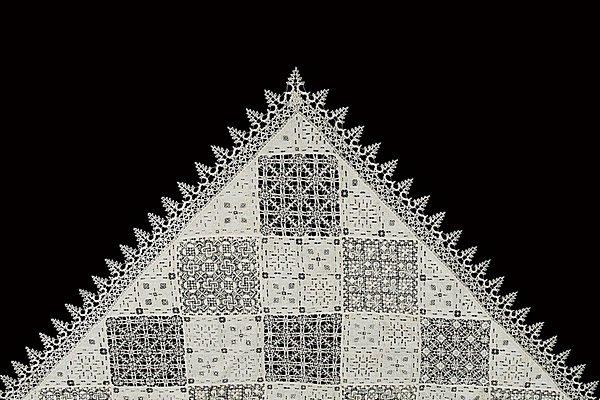 13: A fine cover of cutwork and lacis lace, Italian, la