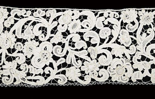 19: A good flounce of tapelace, Italian, circa 1670, wi