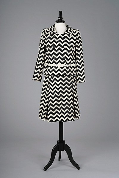 352: An Yves Saint Laurent black and white zig-zag stri