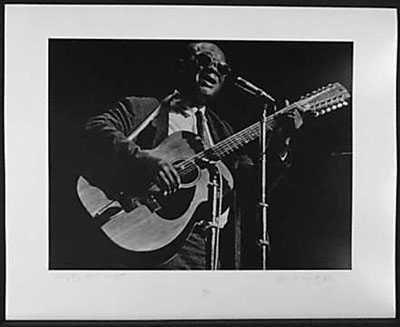 4050980: GARY DAVIS HAND SIGNED 1965 ROCK & ROLL PHOTO