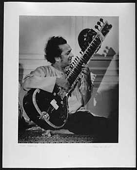 4050997: PHOTOGRAPH ROCK & ROLL RAVI SHANKAR 1971 ORIGI