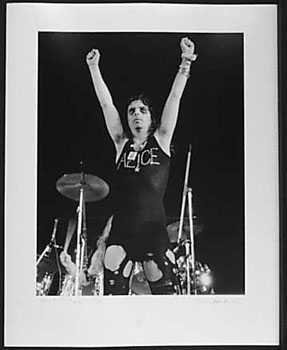 4051008: ALICE COOPER 1972 LIVE CONCERT SIGNED BLACK &