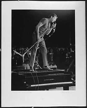 3051021: JERRY LEE LEWIS LIVE CONCERT 1972 SIGNED BLK W