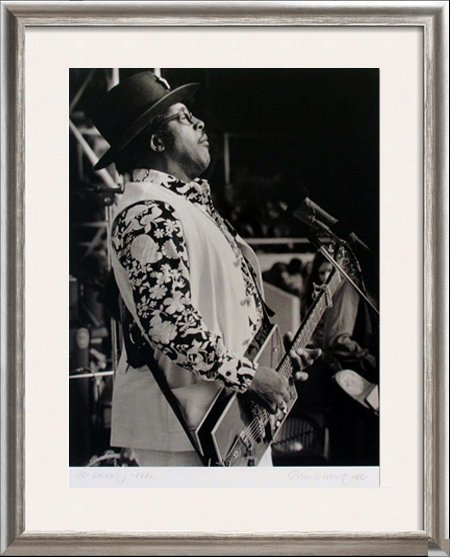BO DIDDLEY 1972 ROCK N ROLL SIGNED PHOTO ROCK-N-ROLL