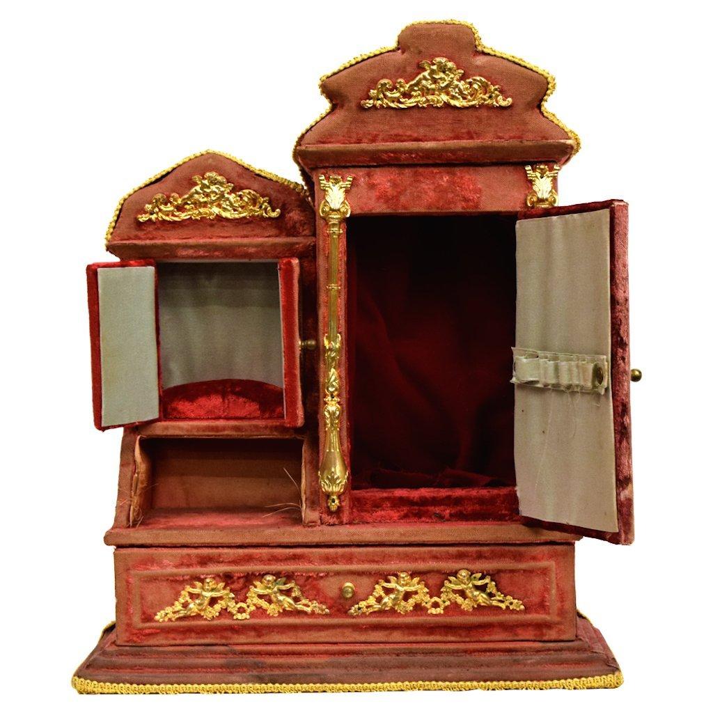 Red Velvet Jewelry Box - 2