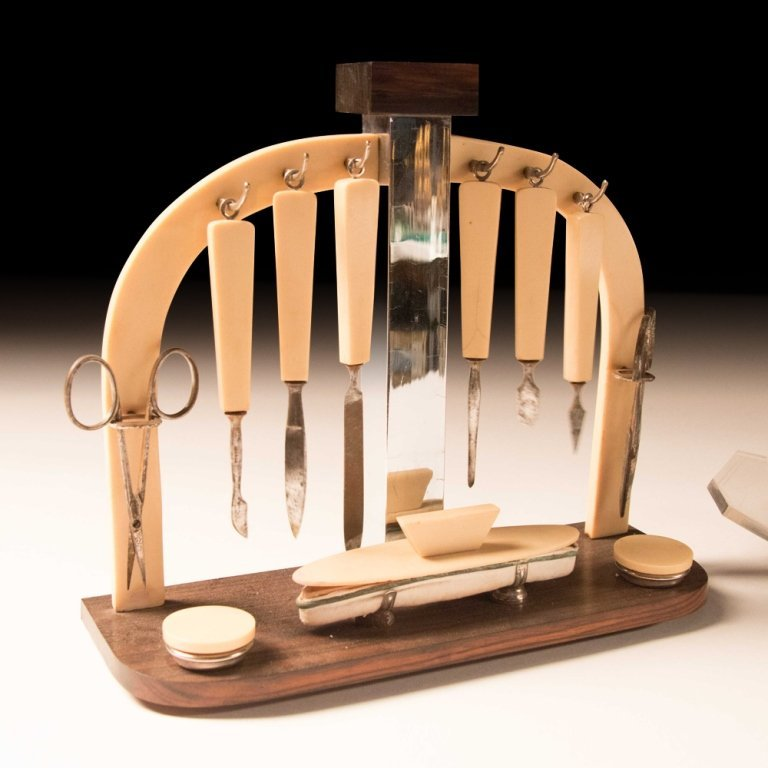 1920's Art Deco-style Macassar Wood Toiletries - 2