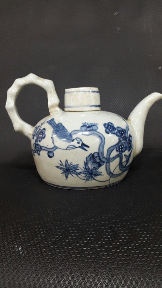 Korean original Joseon D. porcelain Jug with a lid_w&b