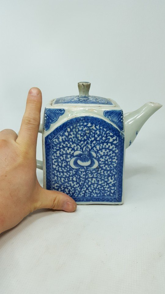 Chinese Blue and White Lotus Teapot - 10