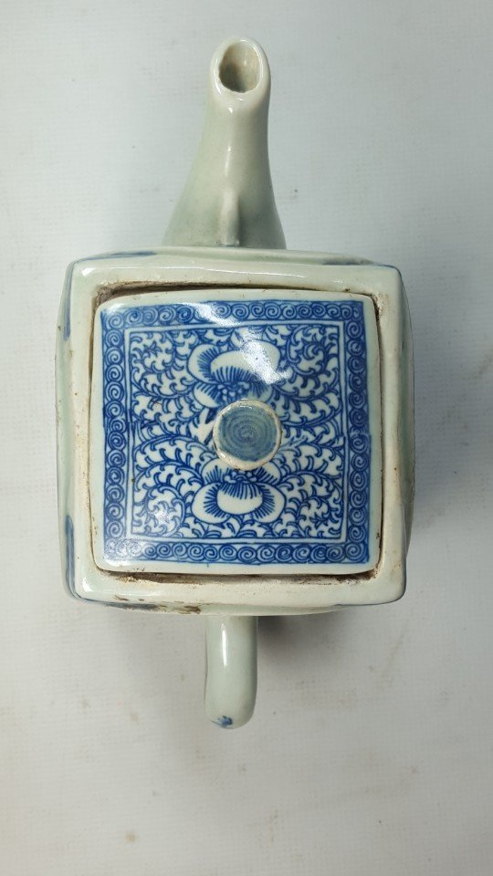 Chinese Blue and White Lotus Teapot - 3