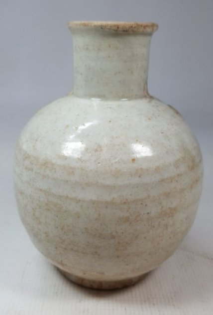 Chinese Yuanzhou Cizhou kiln white-glaze vase
