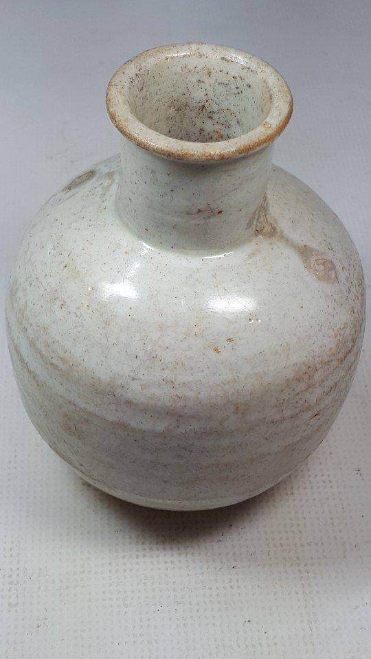 Chinese Yuanzhou Cizhou kiln white-glaze vase - 2