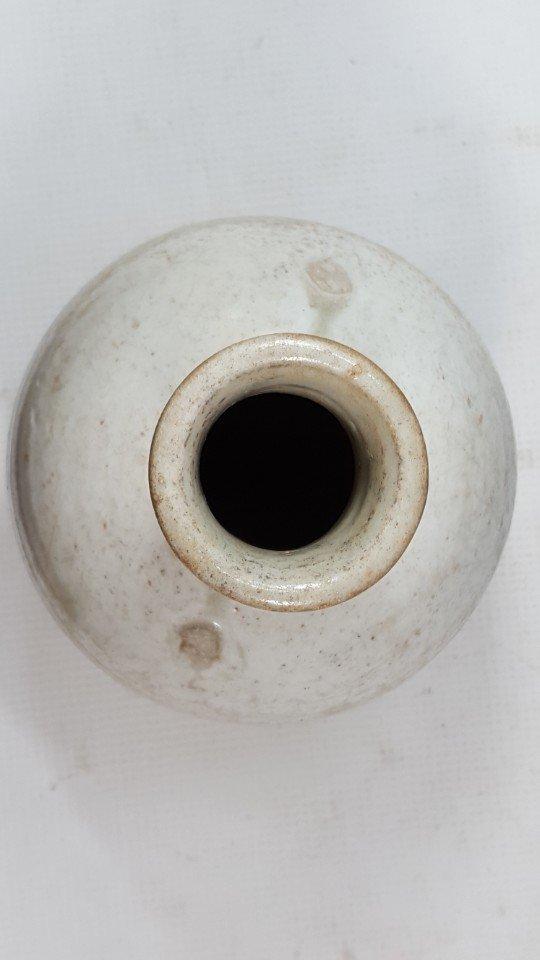 Chinese Yuanzhou Cizhou kiln white-glaze vase - 3