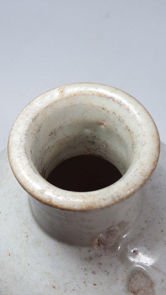 Chinese Yuanzhou Cizhou kiln white-glaze vase - 4