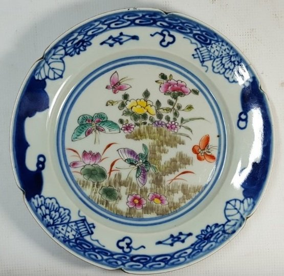 Chinese flower porcelain plate from Qing dynasty