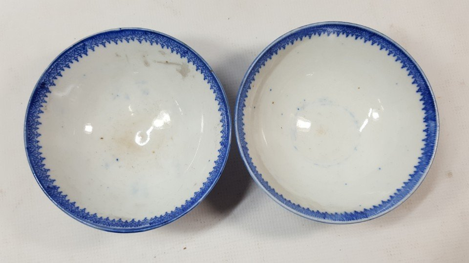 Chinese set of two blue and white bowls