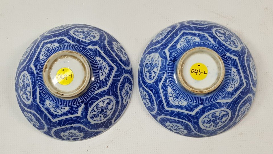 Chinese set of two blue and white bowls - 4
