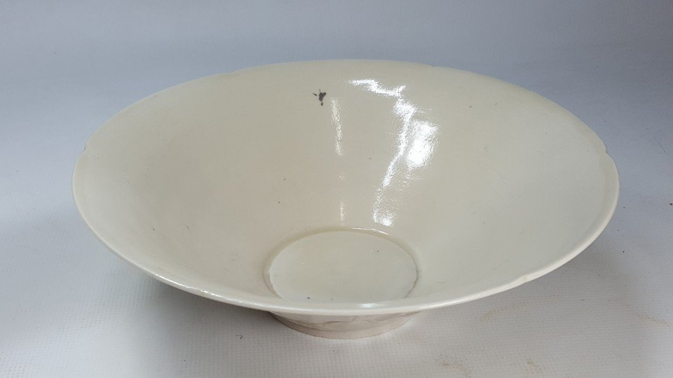 Chinese Porcelain Dingyao Lotus Petal  Bowl
