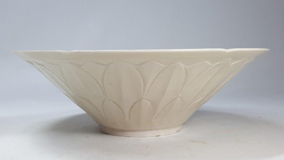 Chinese Porcelain Dingyao Lotus Petal  Bowl - 2