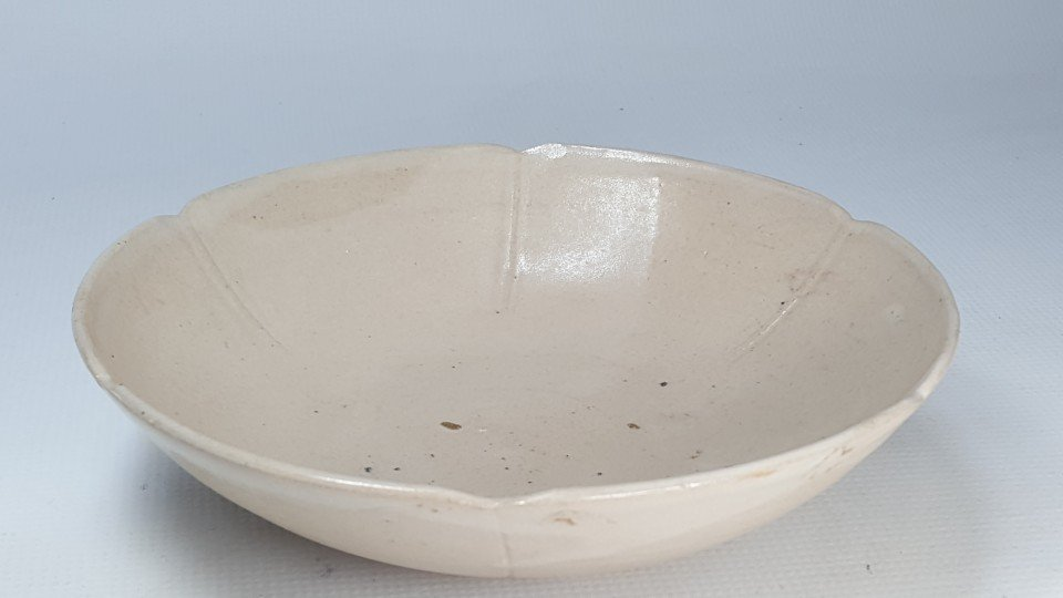Chinese White Glazed Flower-Shaped Mouth Bowl