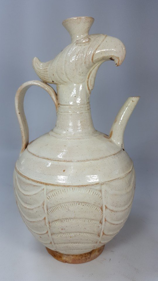 Chinese porcelain wine bottle from Liao dynasty