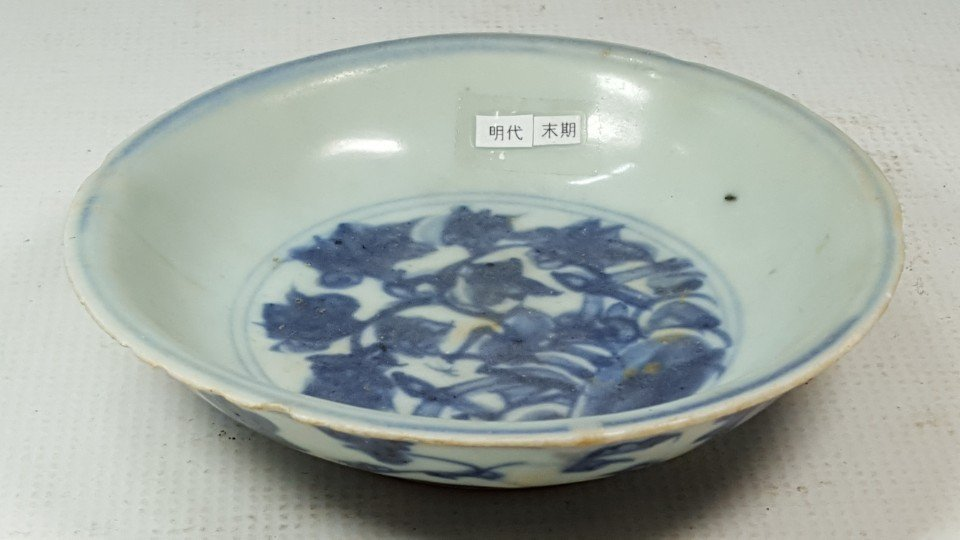 Chinese porcelain small plate from Ming - 6