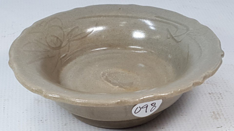 Chinese porcelain small plate from Yuan - 7