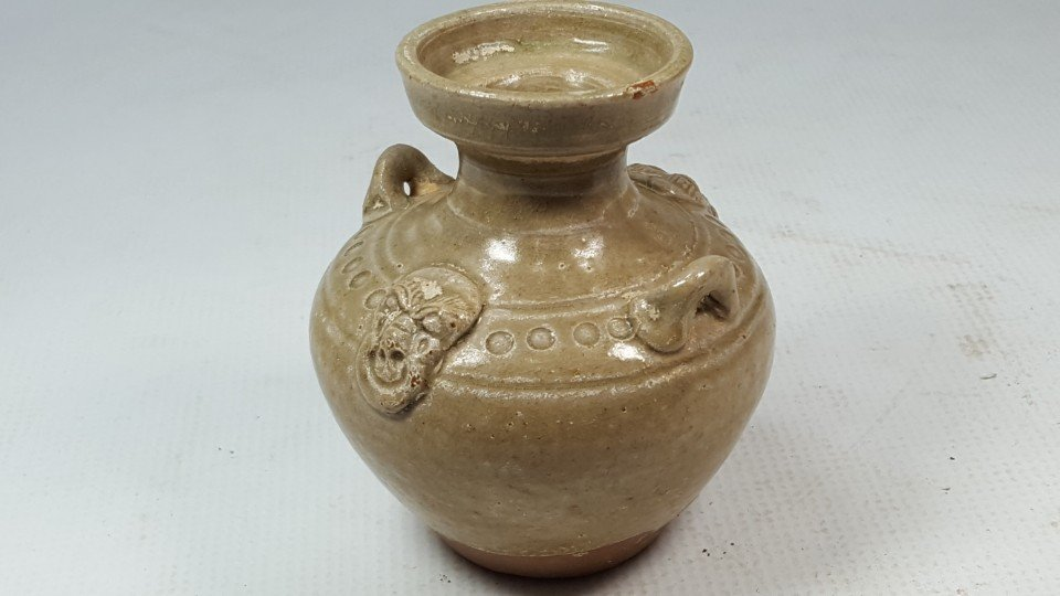 Chinese porcelain bottle from Dongjin period - 5
