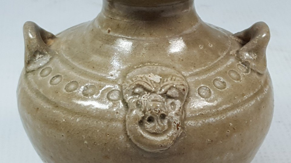 Chinese porcelain bottle from Dongjin period - 8