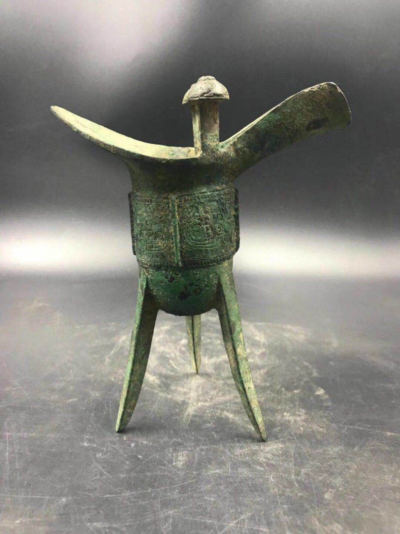Chinese bronze 3 legged cup from Shang dynasty - 2