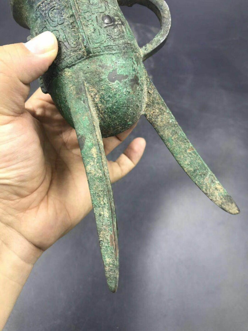 Chinese bronze 3 legged cup from Shang dynasty - 4