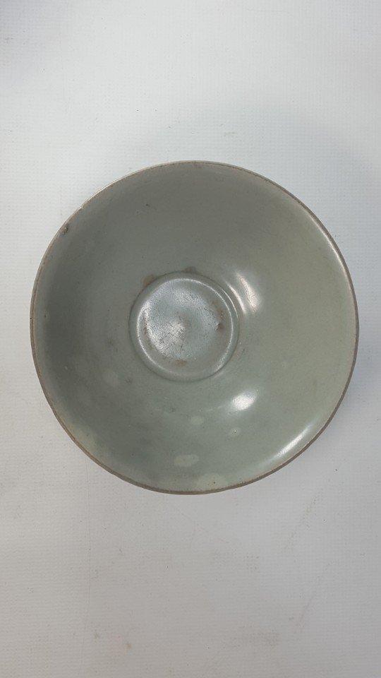 Chinese Lotus Pattern Porcelain Bowl - 2