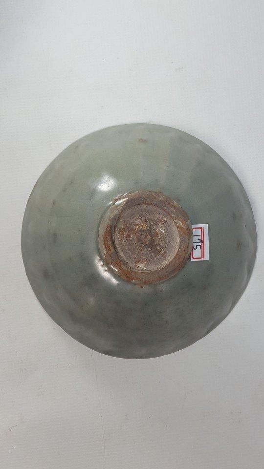 Chinese Lotus Pattern Porcelain Bowl - 6