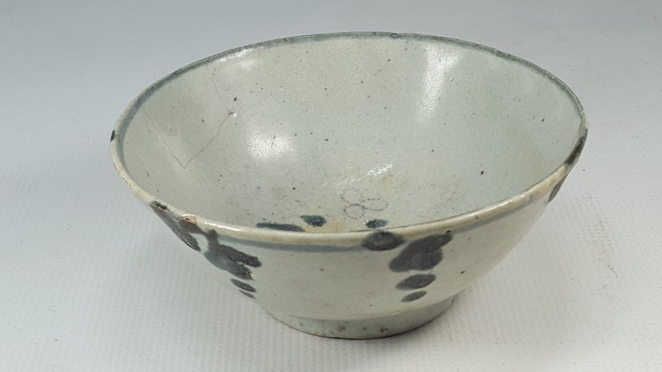 Chinese Blue and White Flower Pattern Porcelain Bowl