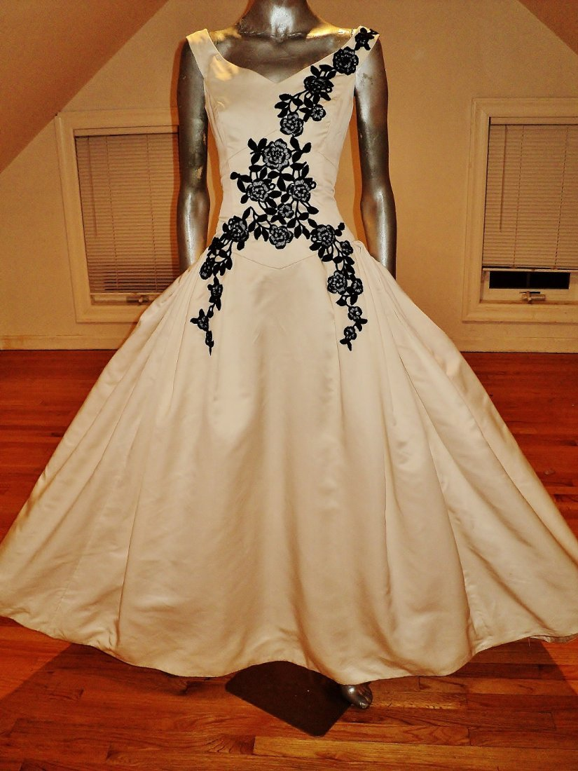 Vera Wang Made to Order Gown French Guipure